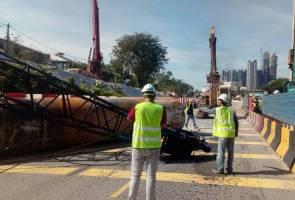 Kren tumbang MRR2: Netizen mengeluh terperangkap dalam kesesakan lalu lintas