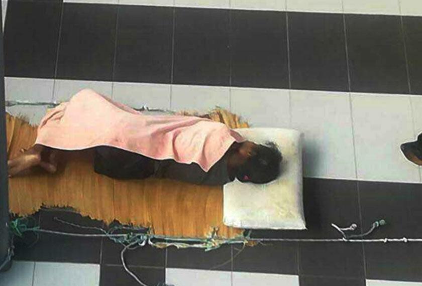 Mangsa juga dipercayai dipaksa majikannya tidur di luar rumah hanya beralaskan tikar dan ditemani anjing.