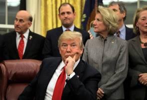Trump buka mulut lagi, kali ini cadang guru sekolah diberi senjata