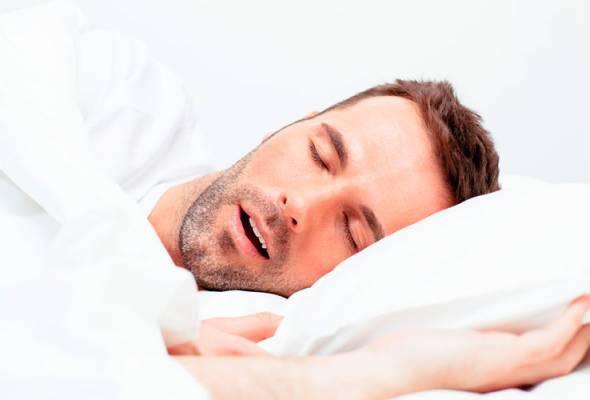 Seseorang yang menghidap apnea tidur berdengkur dalam tidur, tetapi tidak semua yang tidur berdengkur menghidap apnea tidur.