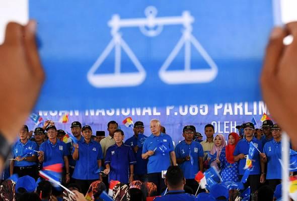Perdana Menteri Datuk Seri Najib Tun Razak (tengah) pada Majlis Pelancaran Jentera Pilihan Raya Barisan Nasional Parlimen Pekan bagi PRU14 hari ini. - BERNAMA | Astro Awani
