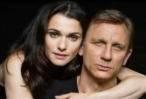Isteri James Bond hamil pada usia 48 tahun