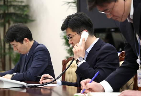 Talian hotline di antara pemimpin mereka bagi persiapan untuk satu persidangan menyelesaikan resolusi nuklear dengan Pyongyang.