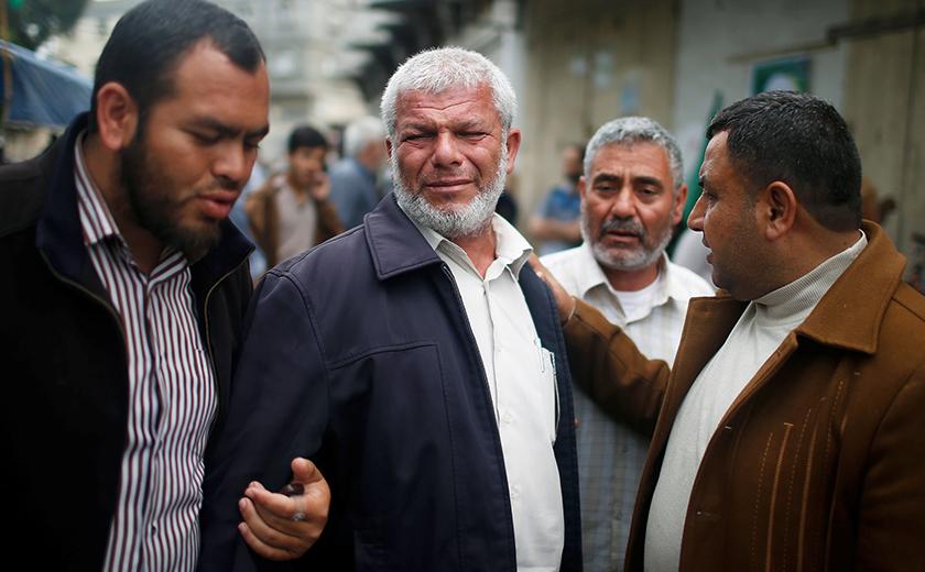 Kesedihan terpancar di wajah saudara mara Dr Fadi. -Reuters