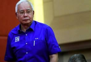 Dilarang ke luar negara, Najib akur