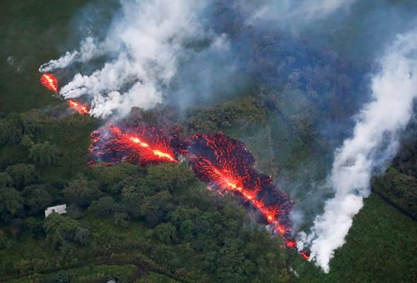 Warnings of more lava and possible explosion at Hawaiian volcano