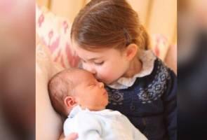 Keluarga diraja Britain kongsi gambar rasmi Putera Louis