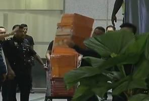 Lebih 30 buah kotak dan bagasi dirampas dari kondominium mewah Najib Razak