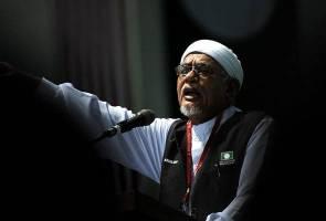 'Tun Mahathir, Anwar Ibrahim tebuk bahtera BN' - Hadi Awang