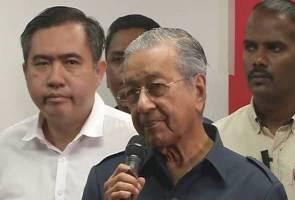 'Saya arahkan larangan ke luar negara buat Najib, Rosmah' - PM Tun Mahathir