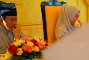 Air mata Azmin Ali, diiringi sendu Tengku Permaisuri