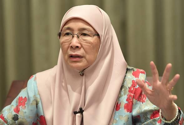 Dr Wan Azizah Wan Ismail zahir rasa simpati terhadap keluarga Datuk Seri Mohamed Azmin Ali yang terpalit dengan kontroversi video intim