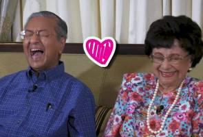 'Terima kasih, saya sedar banyak habis masa bekerja' - ucapan Tun M buat isteri
