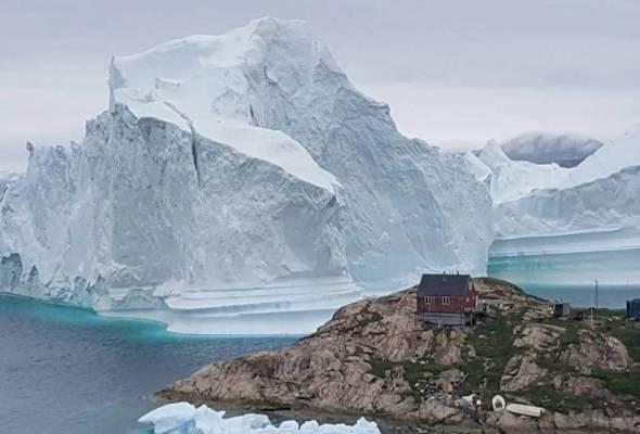 'Bukit ais' hanyut ke perkampungan Greenland, cetus kebimbangan tsunami | Astro Awani