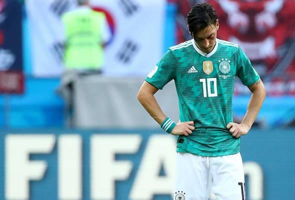 Ozil mendakwa menerima layanan buruk daripada persatuan bola sepak Jerman.