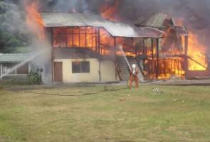 Pejabat kerajaan musnah dalam kebakaran