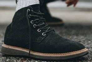 Pelaksanaan pemakaian kasut hitam tahun depan