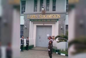 Banduan pegang kunci penjara