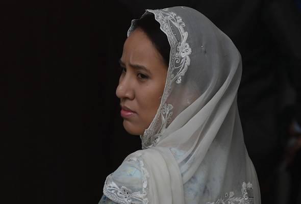 'My father is not a murderer' - anak perempuan Najib Razak