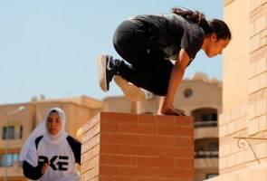 Wanita Mesir kini libatkan diri dalam parkour