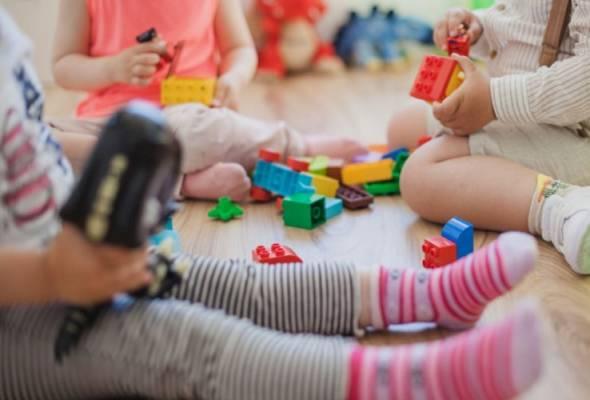 Dari segi saintifiknya, bermain akan membantu dari segi pembelajaran serta psyco-motor kanak-kanak.