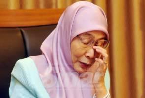 Dr Wan Azizah tidak dapat menahan sebak, terkenang saat diuji