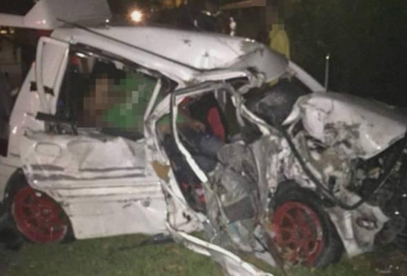 Kemalangan kira-kira jam 9.30 malam itu berlaku di Bukit Chabang, ketika kereta mereka bertembung dalam keadaan ribut.