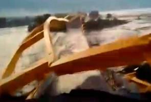 Jambatan hubungkan Donggala Barat, Donggala Timur runtuh