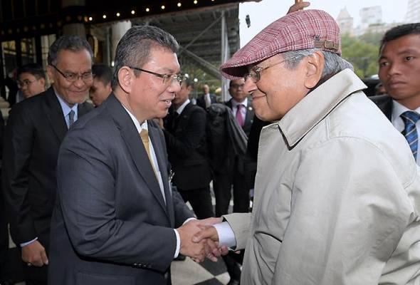 Image result for Gambar Tun Mahathir di UNGA new York
