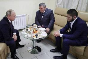 'Janganlah hukum anak terlalu berat' - pesan Putin kepada ayah Khabib