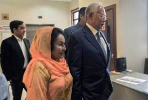 Najib dan Rosmah tiba di Bukit Aman untuk diambil keterangan