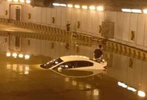 Lelaki teperangkap di dalam terowong keluar dari tingkap kereta selamatkan diri
