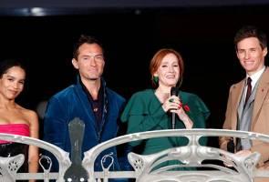 'Fantastic Beasts' selubungi Paris dengan 'sihir' dan kilauan bintang