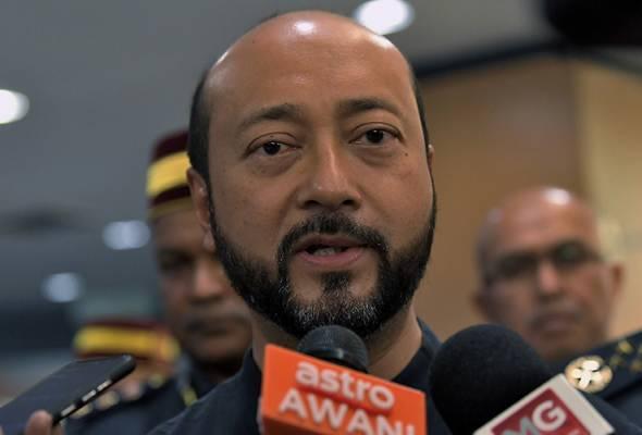 Tiada sebarang komplot atau pakatan untuk menjatuhkan Perdana Menteri, tegas Timbalan Presiden Bersatu, Datuk Seri Mukhriz Mahathir.