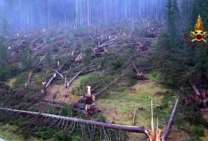 20 maut ribut kencang di utara Itali