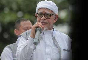 Hadi berpantun, berkias jangan berani usik agama Islam dan hak orang Melayu