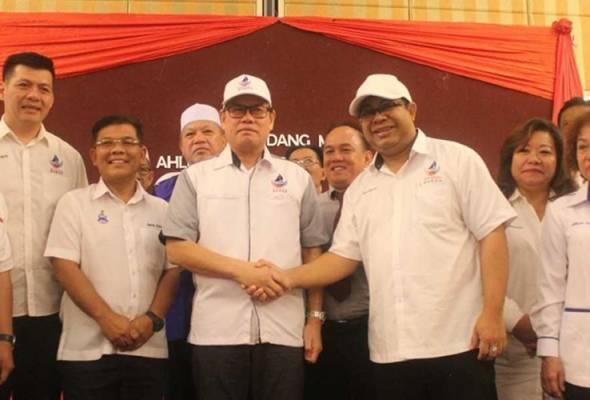 Ahli Dewan Undangan Negeri (ADUN) Sukau Datuk Saddi Abdul Rahman hari ini mengumumkan menyertai Parti Warisan Sabah (Warisan).