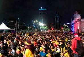Piala AFF: Pesta menonton #WeBelangTogether, ribuan banjiri Dataran Merdeka
