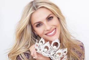 Miss Universe: Persenda bahasa Inggeris ratu cantik Kemboja, peserta AS mohon maaf