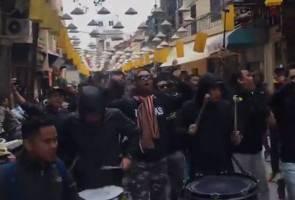 Inilah ASEAN sebenar! Ultras Malaya berpesta di jalanan Hanoi, warga tempatan sambut mesra