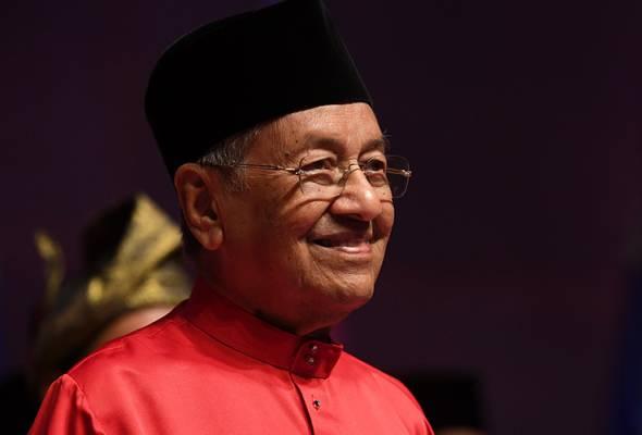 Tun Dr Mahathir Mohamad bertegas beliau akan tetap berpegang pada janji untuk bersara daripada jawatan Perdana Menteri selepas dua tahun. - Foto Bernama | Astro Awani