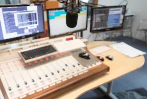 Kerancuan penggunaan bahasa di radio