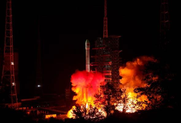 Kapal angkasa China mendarat di bahagian gelap Bulan