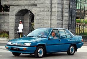 [SAKSIKAN] Sultan Johor hantar Tun M ke lapangan terbang naik Proton Saga