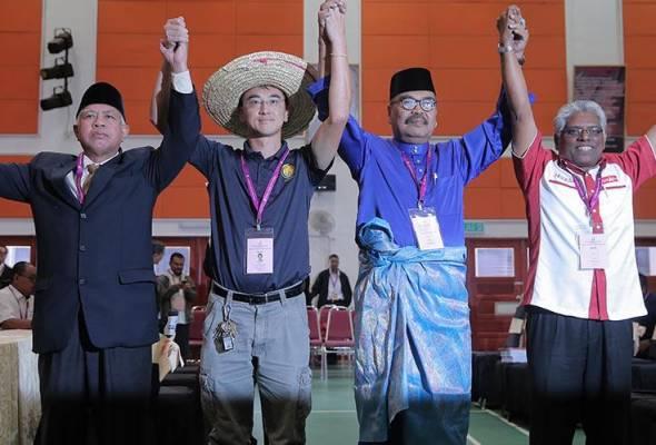 Calon Bebas, Wong Seng Yee (dua, kiri) mahukan perubahan mampan dilakukan di Cameron Highlands. -Astro AWANI | Astro Awani