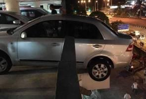 Wanita berdepan detik cemas, kenderaan hampir jatuh dari bangunan