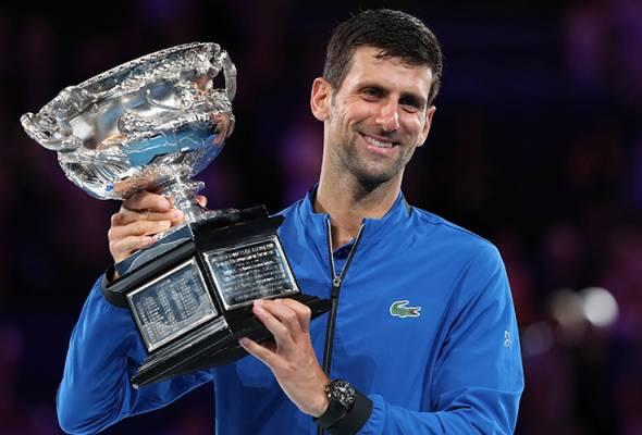 Djokovic turut menempa sejarah baru sebagai pemain yang merekodkan kemenangan paling banyak dalam kejohanan itu bagi mengatasi Roger Federer dan Roy Emerson. - Foto REUTERS/Lucy Nicholson | Astro Awani