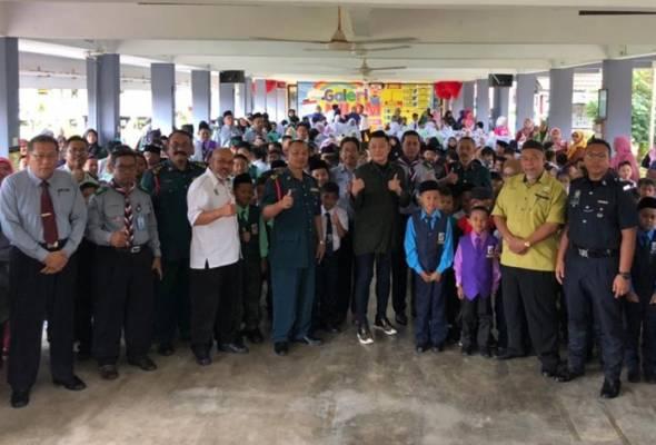 Masuk sekolah di hari pertama, Aznil Nawawi tukar profesion?
