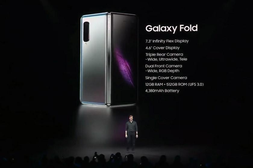 Naib Presiden Kanan Pemasaran Mobil Samsung, Justin Denison mempersembahkan Galaxy Fold pada acara Samsung Unpacked di San Francisco pada Rabu.