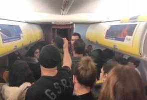 200 penumpang berang 'diculik' dalam pesawat